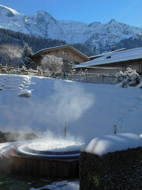 Outdoor jacuzzi of the Alpine Lodge residence - Les Contamines-Montjoie, Mont-Blanc